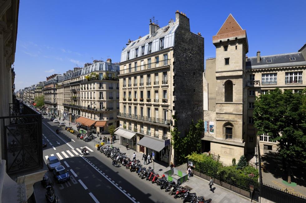 La tour Jean sans Peur depuis la rue Etienne Marcel